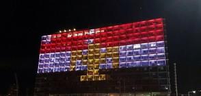 Осветиха сграда в Тел Авив в цветовете на египетския флаг (ВИДЕО)