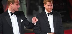 """Принцовете Уилям и Хари на премиерата на """"Междузвездни войни"""" (ВИДЕО+СНИМКИ)"""