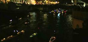 400 каяка с коледна украса осветиха каналите на Копенхаген (ВИДЕО)