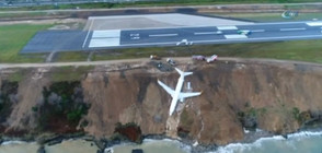 Изтеглиха самолета, който едва не се приземи в Черно море (ВИДЕО)