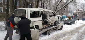 Микробус и трамвай се удариха в София, има ранени (ВИДЕО+СНИМКИ)