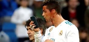Подигравки за Роналдо – огледа се в телефон след удар в лицето (ВИДЕО+СНИМКИ)