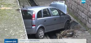 СЛЕД ЗАСИЧАНЕ: Кола падна в канал в Хасково (ВИДЕО)