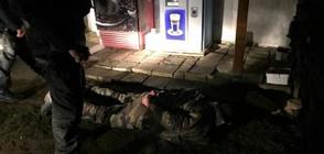 Мъж се барикадира в дома си и стреля по полицаи в Хасковско (ВИДЕО)