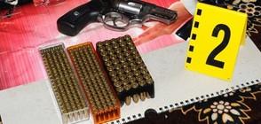 Откриха стотици оръжия в две къщи във Врачанско (СНИМКИ)