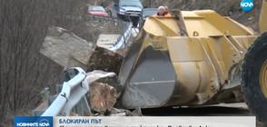 Тонове скална маса затвориха пътя Пловдив – Лъки (ВИДЕО)