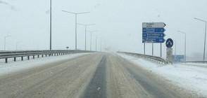 С КОЛА ПРЕЗ ЗИМАТА: Безопасно шофиране на заснежен път