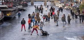 Каналите в Холандия замръзнаха (ВИДЕО+СНИМКИ)