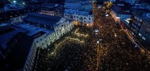 МНОГОХИЛЯДНИ ПРОТЕСТИ: Словаците искат предсрочни избори (СНИМКИ)