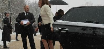 Новата първа дама с класическа визия на клетвата на президента (СНИМКИ)
