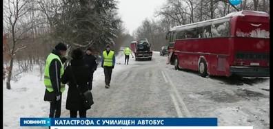 Автобус с ученици и джип се удариха край Варна, има жертва (ВИДЕО)