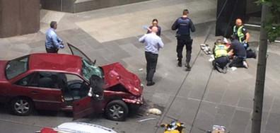 Кола се вряза в пешеходци в Мелбърн, има жертви (ВИДЕО)