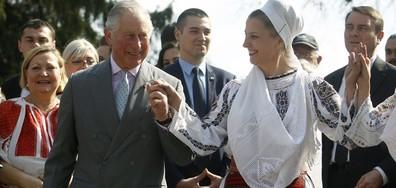 Принц Чарлс игра хоро в Румъния (СНИМКИ)