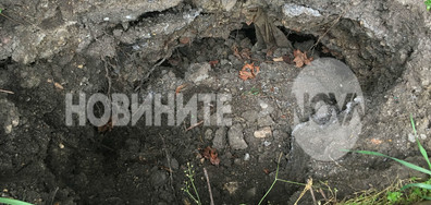 """Още къщи в Перник пропаднаха заради """"хората къртици"""" (ВИДЕО+СНИМКИ)"""