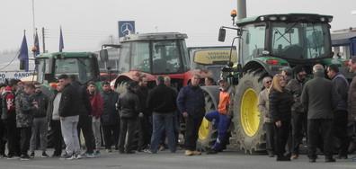 Гръцките фермери заплашиха с нови протести и блокади