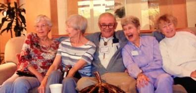 Бабите и дядовците, с които никога не е скучно (ГАЛЕРИЯ)