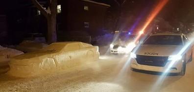 """Автомобил от сняг """"получи"""" глоба за паркиране (СНИМКИ)"""