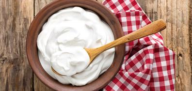 Киселото мляко прави чудеса за кожата