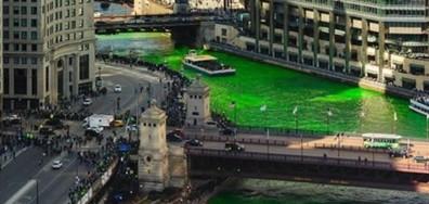 Река Чикаго бе оцветена в зелено по случай Деня на Свети Патрик (ВИДЕО)
