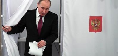 Владимир Путин пусна бюлетината си (СНИМКА)