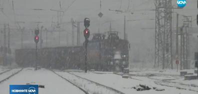 Скали затрупаха жп линията Пловдив-Карлово