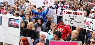 СРЕЩУ ОРЪЖИЯТА: Стотици хиляди младежи протестират в САЩ и Европа (ВИДЕО+СНИМКИ)