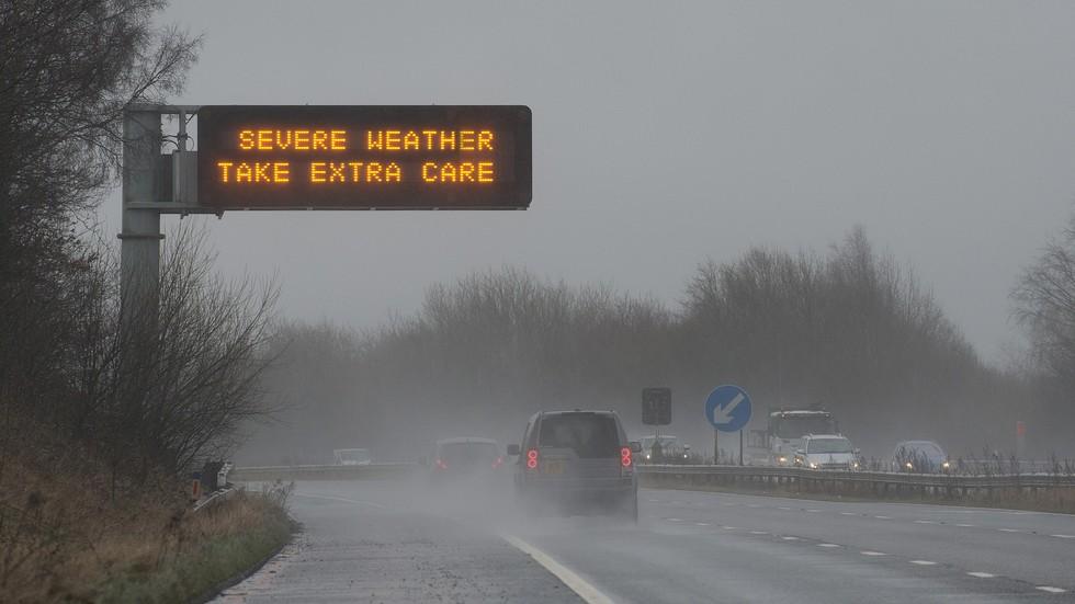 Мощна буря удари Великобритания, жена загина на място (ВИДЕО+СНИМКИ)