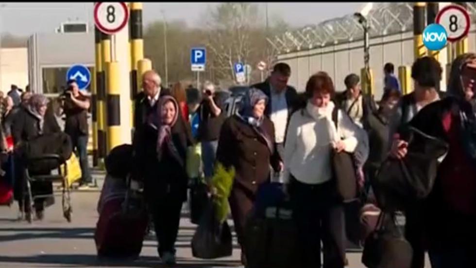 СБЛЪСЪЦИ НА ГРАНИЦАТА: Протестиращи блокираха КПП-та, отстраниха ги с полиция (ВИДЕО)
