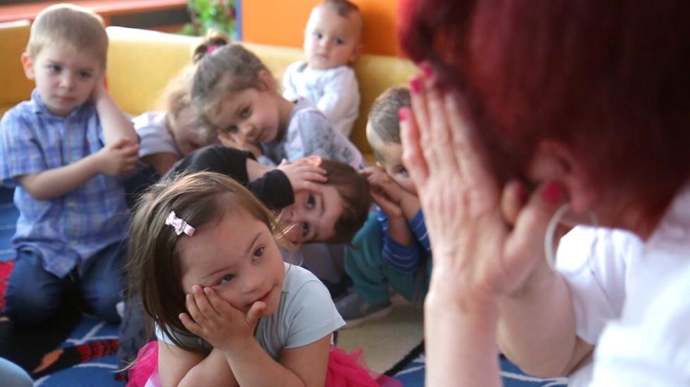 Как децата съм Синдром на Даун могат да се адаптират успешно в яслата