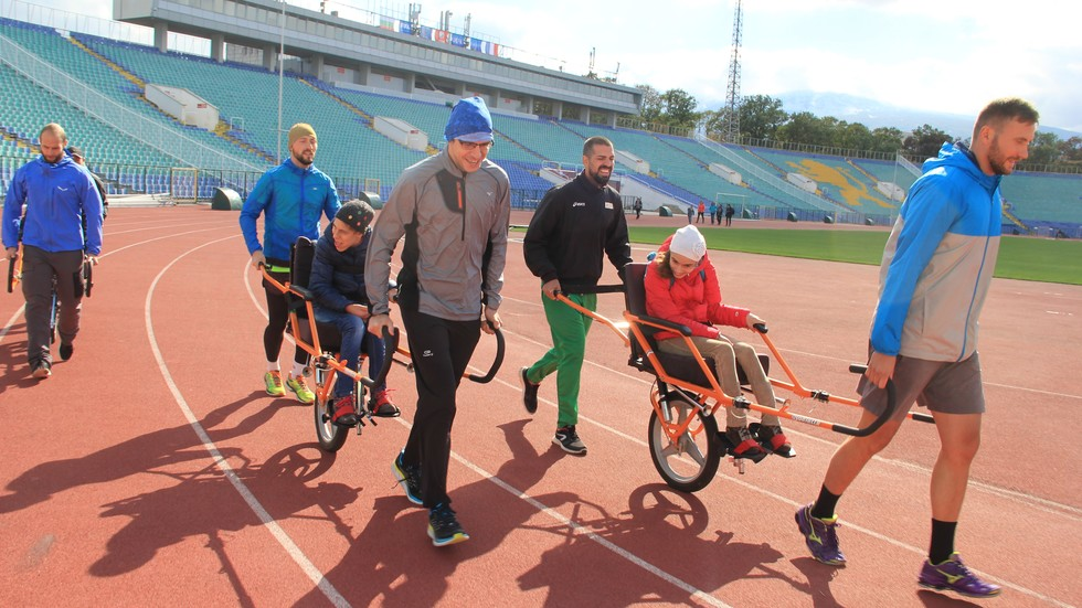 """Благотворителен маратон """"Можем да бягаме заедно"""" дава шанс на всяко дете да спортува"""