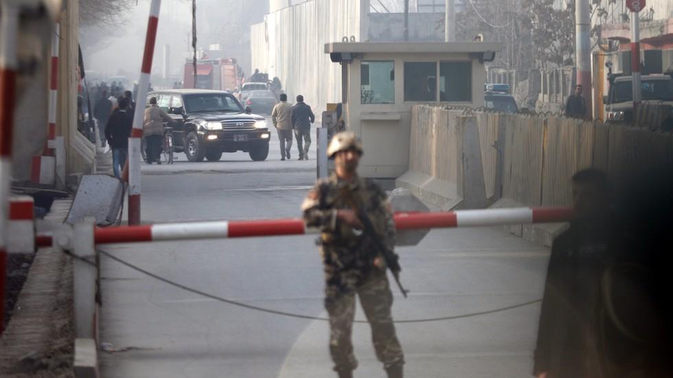 Терористи нападнаха луксозен хотел в Кабул