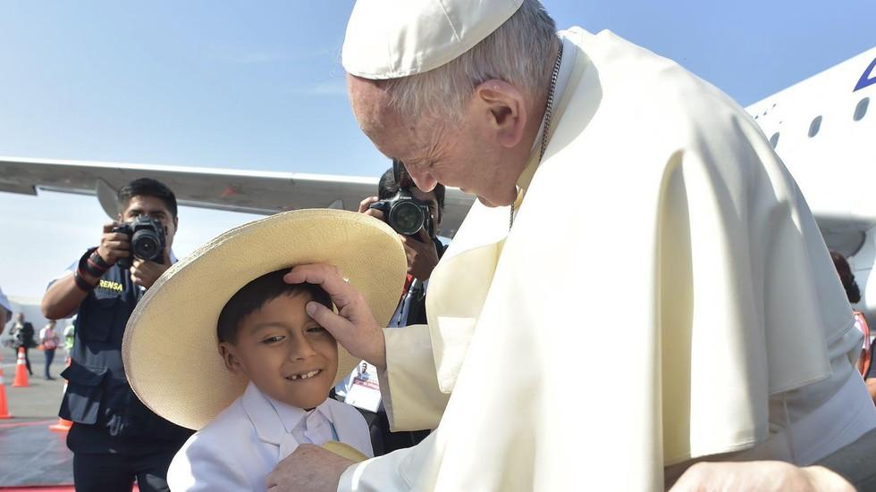 Половин милион души на молитва с папата в Перу (СНИМКИ)