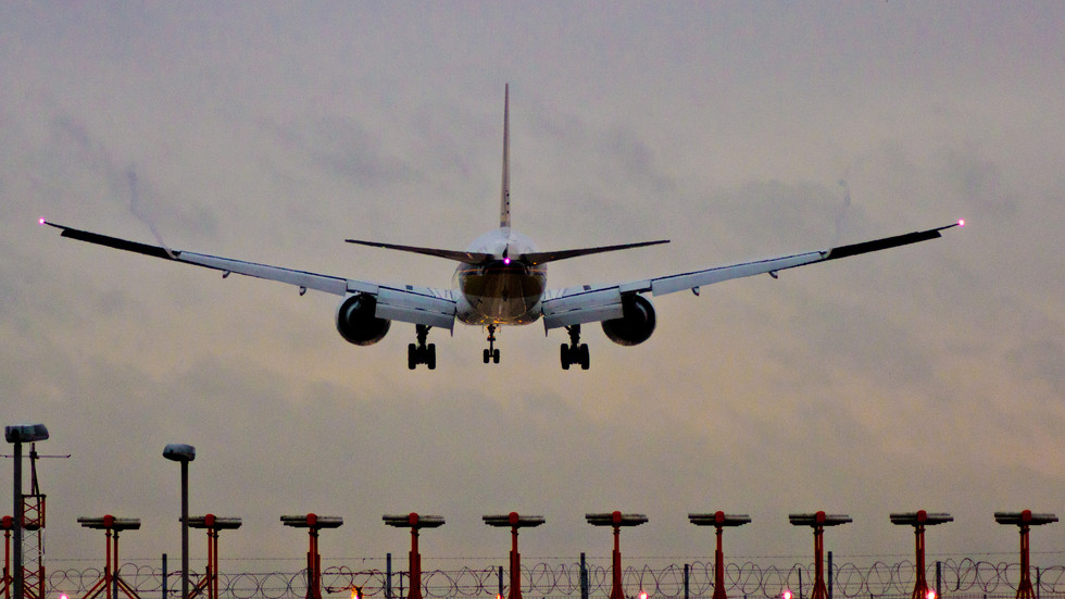 ВЪЗДУШЕН ТРАФИК: Все повече българи летят със самолет