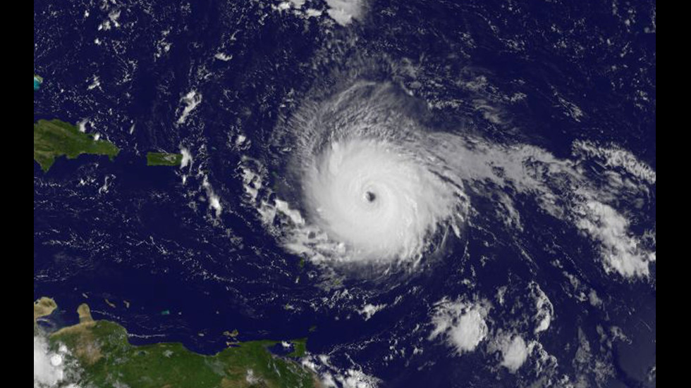 "Жертви и опустошения по пътя на урагана ""Ирма"""