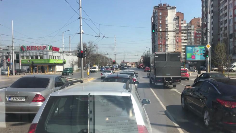 На светофара