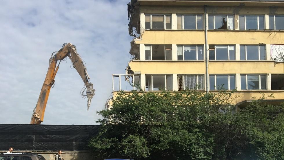Събаряне на сграда