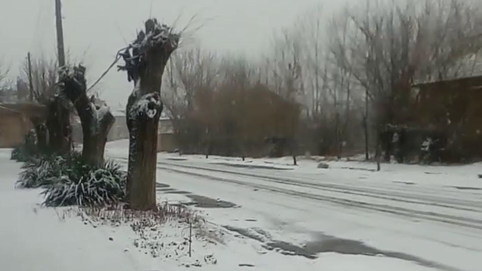 Обилен сняг, вятър и студ сковаха Северозапада