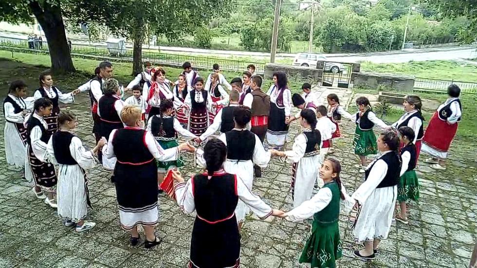 """Българско хоро - """"Розите на България"""""""