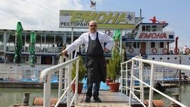 "Шеф Манчев спасява кораба-ресторант ""Емона"""
