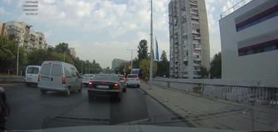 Шофиране по тротоара
