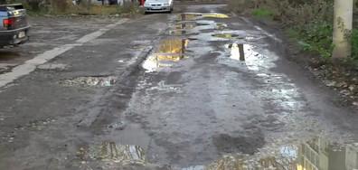 """Дупките на улица """"Шипка"""" в град Добрич заслужават внимание"""