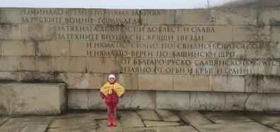 Дете рецитира стихотворение за Васил Левски