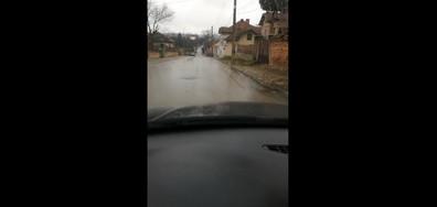Нов асфалт и... улица-река