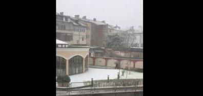 Зимата се завърна и в Сливен