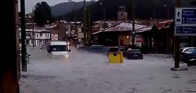 """Градушка и пороен дъжд наводни кв.""""Палаузово"""" в гр.Габрово"""