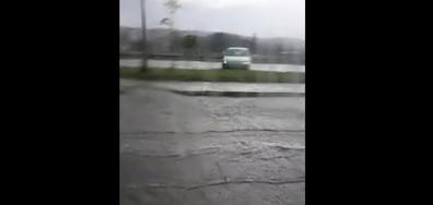 Силен дъжд в Самоков превърна улиците в реки