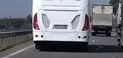 Автобус се движи с превишена скорост