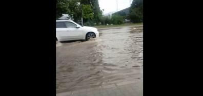 """Булевард """"Димитър Солунски"""" в Благоевград след дъжда"""