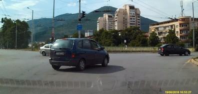 Преминаване на червен светофар през насрещното