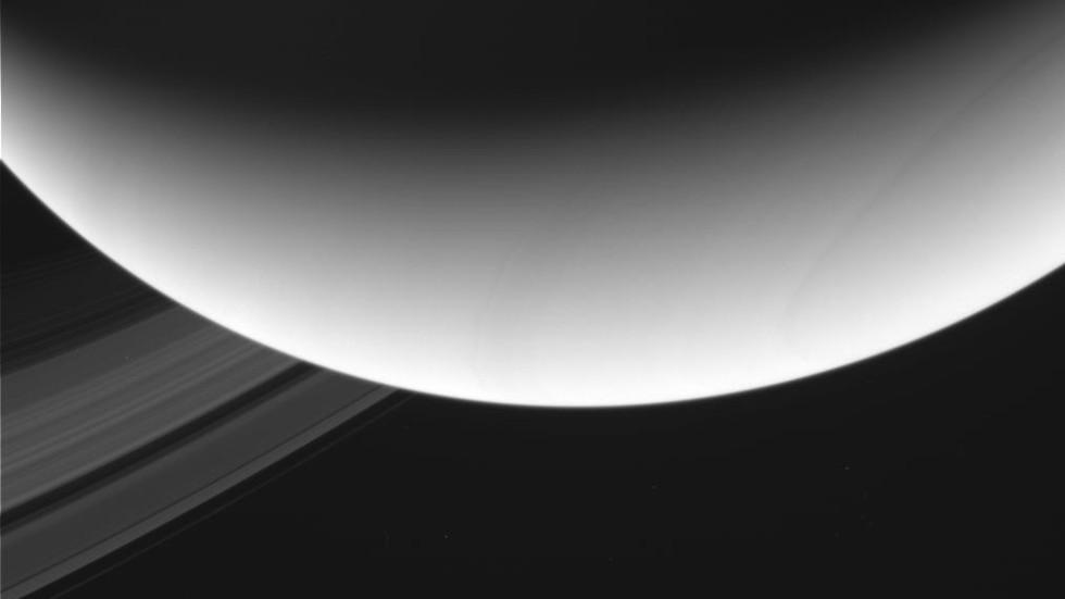 Космически апарат на НАСА успя да заснеме от близо Сатурн и пръстените му